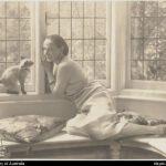 Anna Pavlova and cat