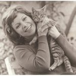 Isabel Allende and cat, famous cat lovers-writers