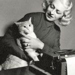 Liala, italian writer with cat
