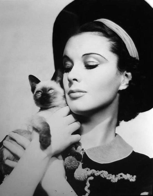 Vivien Leigh and Poo Jones, her cat
