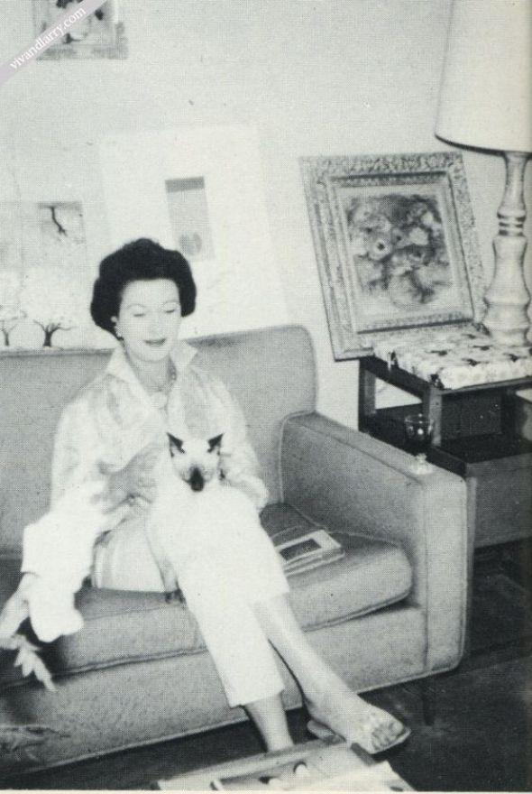 Vivian Leigh with her cat Poo Jones
