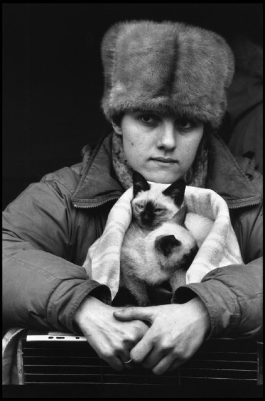 Two Siamese Kittens with Woman at Market for selling pet animals Martine Franck