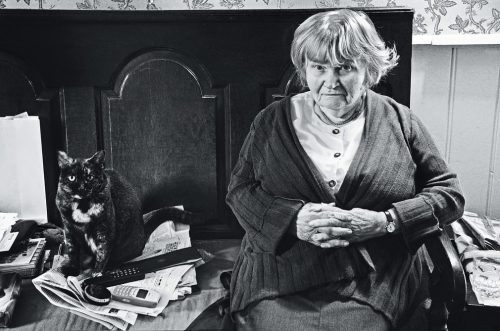 Jane Bown and her cat Mona, The Old House, Alton, 2011