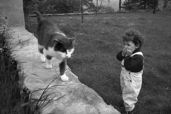 Richard Kalvar, St Emilion, France, Little Girl and Cat, 1991