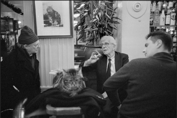 "Café ""Le Sélect"", Montparnasse. Henri CHAPIER with his cat, 2007, Richard Kalvar"