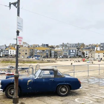 Vintage Car on Smeaton's Pier