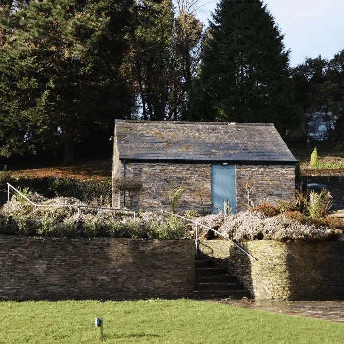 A shed and garden with a wall