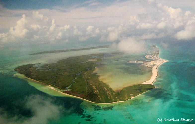 De acuerdo al médium Edgar Cayce, Bimini solía ser el pico de una montaña, que era una de las tres grandes islas de Atlantis, llamada Poseidia. En ese tiempo el agua estaba cientos de metros por debajo de lo que está hoy