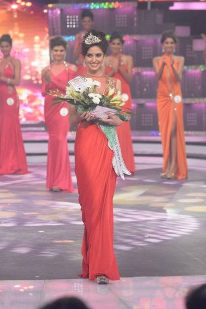 Koyal Rana winning Beauty with a Purpose Award