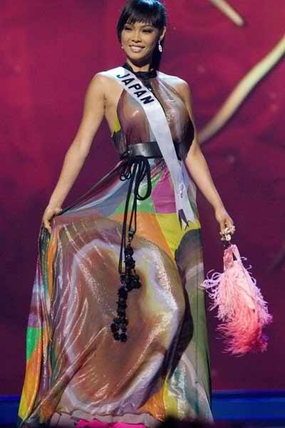 Hiroko Mima, who came with a clutch on stage during Miss Universe 2008 Evening Gown round.