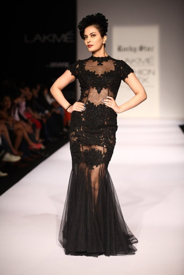 Ankita Shoery Miss India International 2011 walks for Rocky S