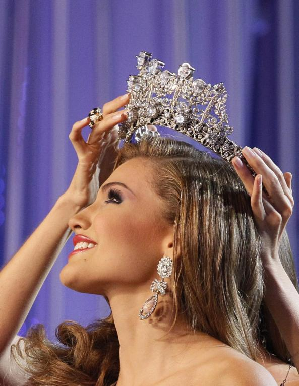 Migbelis Castellanos was crowned Miss Venezuela by Miss Universe 2013 Maria Gabriela Isler