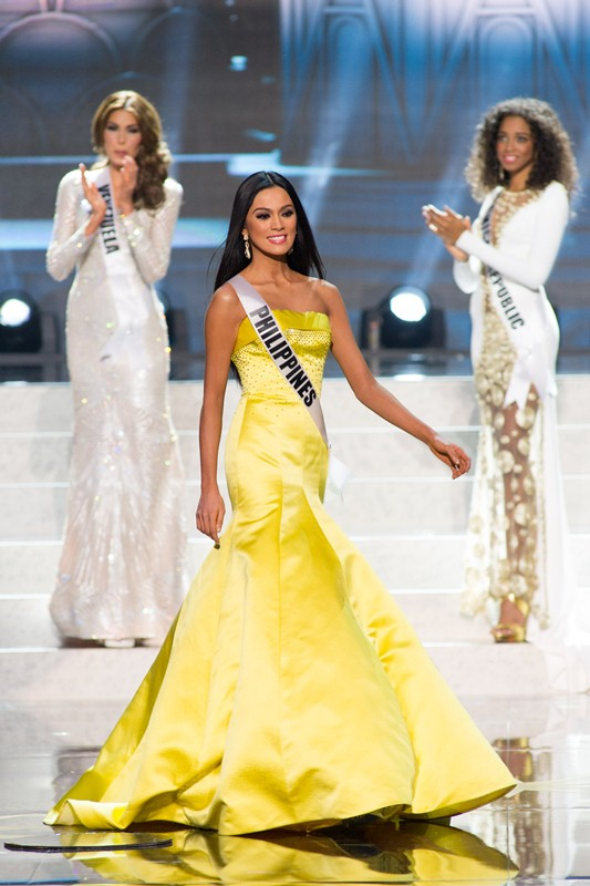 Ara Arida of Philippines made the semifinalist cut at Miss Universe 2013 by fan vote.  Eventually she was the third runner-up.