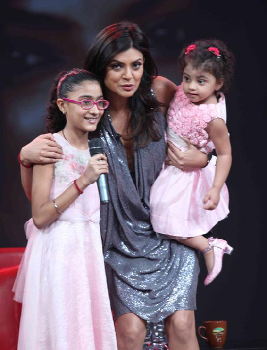 Sushmita Sen with her daughters Renee &Alisah