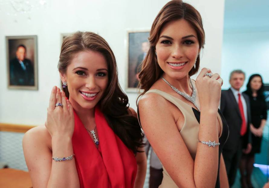Nia Sanchez with Miss Universe 2013 Maria Gabriela Isler