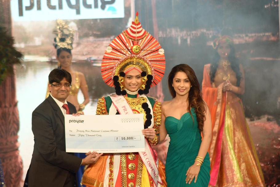 Roshmitha Harimurthy won Prayag Best National Costume at Femina Miss India 2016 sub contest