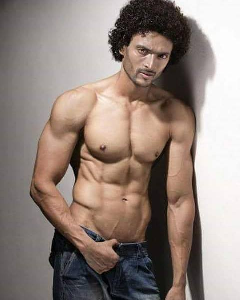 Mr India 2016, Abhishek Shah awarded 'Mr Manly' at Man of The Year 2016
