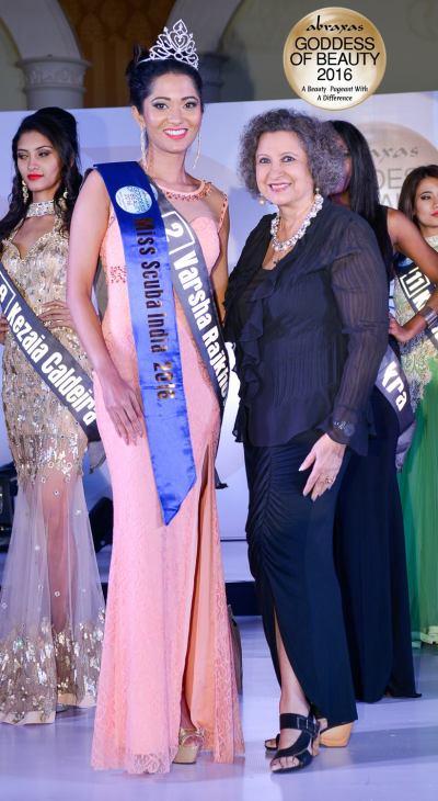 Miss Scuba India 2016 – Varsha Rajkhowa – crowned by Meher Castelino (Miss India 1964)