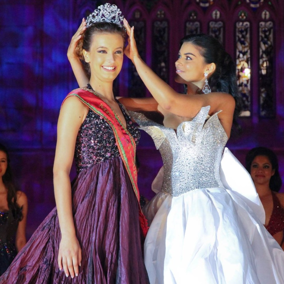 Cristiana Viana is crowned as Miss World Portugal 2016