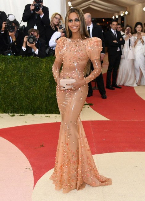 Beyonce at the Met Gala wearing a Riccardo Tisci creation in Latex !