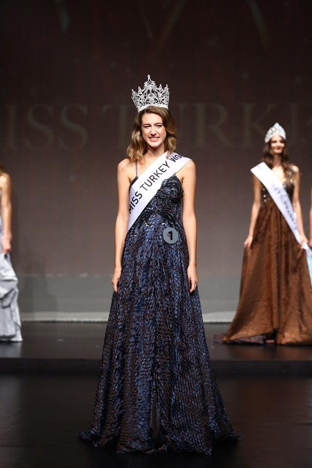 Itır Esen wins Miss World Turkey 2017