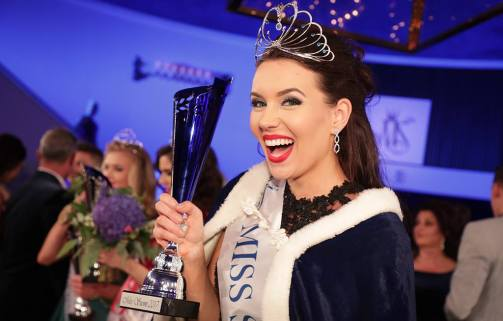 Michaela Söderholm crowned as Miss Universe Finland 2017