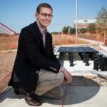 A calçada que gera energia solar para iluminar a rua toda (e ainda sobra!)
