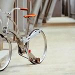Bicicleta dobrável fica do tamanho de um guarda-chuva. Veja vídeo!