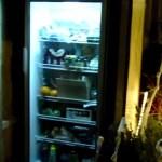 A geladeira pública que alimenta moradores em situação de rua na Bélgica