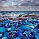 Fotógrafo faz arte com lixo achado na maior área de proteção ambiental do México. Veja fotos!