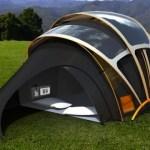 Já imaginou acampar com uma barraca que produz energia solar (e ainda tem sinal de internet)?