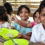 Restaurantes diminuem porções dos pratos para doar excedente a crianças com fome