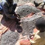 16 multinacionais que compram cobalto extraído por crianças de SETE anos