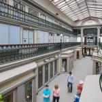 Shopping mais antigo dos EUA vira flat com apartamentos minimalistas