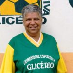 A ex-moradora de rua que criou uma escola de futebol para tirar crianças da rua