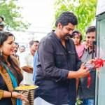 Restaurante indiano põe geladeira pública na calçada para doar à população alimentos excedentes