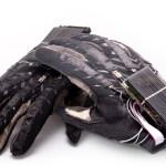 A luva que converte Libras em sons para facilitar comunicação de deficientes auditivos