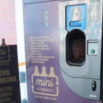 Máquinas trocam garrafas de vidro por desconto na próxima cerveja. Saiba onde encontrá-las!