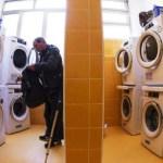 Papa Francisco inaugura lavanderia gratuita para moradores em situação de rua