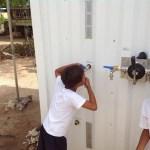 Caixa tecnológica fornece água potável por meio de energia limpa