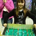 """Escola promove concurso de brinquedos feitos de """"lixo"""" para ensinar valor da reciclagem aos pequenos"""