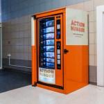 Vending machines distribuem alimentos gratuitos para moradores em situação de rua