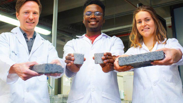 Cientistas criam tijolos ecológicos a partir de urina humana