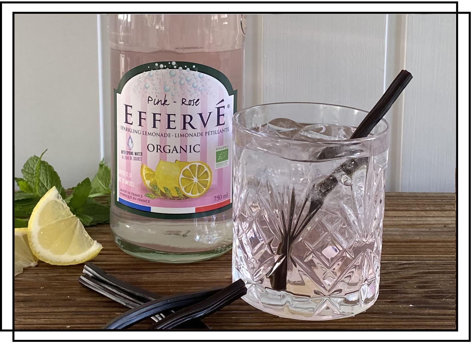 Efferve Pink Lemon sodavand med lakridssugerør