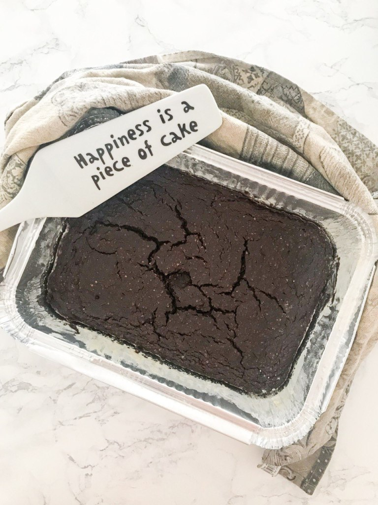 Torta vegana al cioccolato con avocado