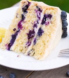 If You Have 4 Hours To Kill & Feel Like Making A Cake, THIS Lemon Blueberry Cake With Cream Cheese Frosting Is The Winner