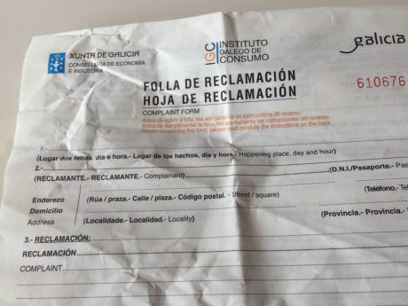 An official Spanish complaint form.