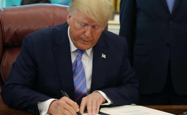 Trump Signs Historic 2 2 Trillion Stimulus Bill Amid