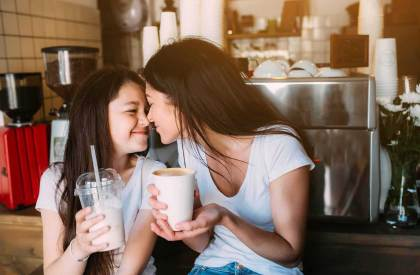 Teaching-Your-Daughter-How-to-Stand-Out-from-the-Crowd