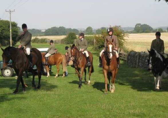 Perks of the equine grooms job - days out hunting!